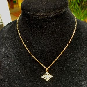 """Jewelry - 10"""" gold snowflake pendant necklace"""